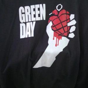CAMISETA PRETA ROCK N ROLL GREEN DAY
