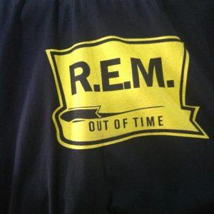 CAMISETA PRETA ROCK N ROLL R.E.M OUT OF TIME