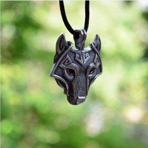 COLAR 1 PCS Pingente Norse Vikings Do Colar Nórdico Lobo Cabeça Colar De Jóias Animal Cabeça De Lobo R$30,00 FRETE GRATIS
