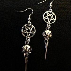 BRINCO Pentagrama invertido, pentagrama, prata, brincos de caveira de corvo. R$35,00 FRETE GRATIS  SITE aqui www.DUGEZZU.com.br boas compras