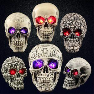 CRANIO Modelo de esqueleto de réplica de crânio humano de resina Trajes de Halloween engraçados Montados Casa Assustador Assustador Prop Masquerade Ornamentos de decoração com luzes LED FRETE GRATIS