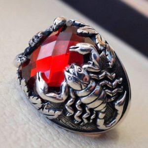ANEL Lindo Marca de Jóias 925 Sterling Silver Scorpion Mens anel Red Ruby Diamond Birthstone Anel Nupcial Festa de Casamento Anel Tamanho 5-11 FRETE GRATIS