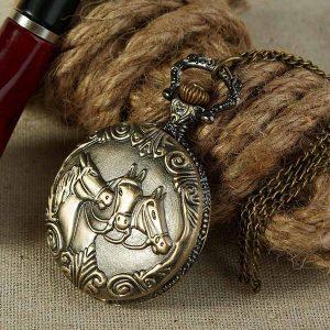 RELOGIO 1pc Antique Bronze three Horses Engraved Quartz Pocket Watch Pendant Chain Necklace Men's Fashion Www.DUGEZZU.Com.Br ANTECIPE SUAS COMPRAS DEMORA ALGUNS DIAS PRA VOCE RECEBER FIQUE A VONTADE E BOAS COMPRAS …FRETE GRATIS