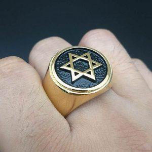 ANEL AM Moda masculina 316L em aço inoxidável vintage clássicos estrela de Davi judaica Hexagrama Anel de sinete Anéis de amuleto de punk rock ouro + preto EUA tamanho 7 a 14    Www.DUGEZZU.Com.Br  A SUA LOJA VIRTUAL ALTERNATIVA NA INTERNET ACESSE E BOAS COMPRAS, AGORA COM PAGSEGURO ANTECIPE SUAS COMPRAS DEMORA ALGUNS DIAS PRA VOCE RECEBER FIQUE A VONTADE E BOAS COMPRAS …FRETE GRATIS EMPRESA – FONE/ZAP 67 9999-9-5555 Facebook.Com/Dugezzurockshop/ QUER VER TODOS OS PRODUTOS ANTES DE COMPRAR www.facebook.com/dugezzu/photos_all ………. FRETE GRATIS FAÇA SUA COMPRA AGORA Ou No Seu CELULAR Ou AQUI Na LOJA                            https://pagseguro.uol.com.br/oper…/charging.jhtml……..